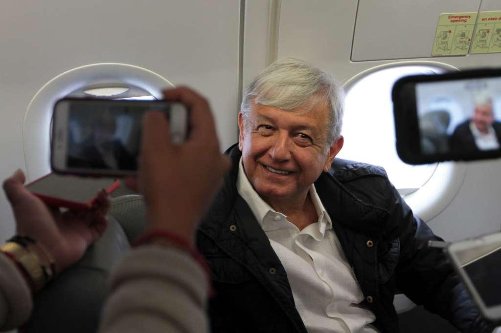 Una hora se retrasó la salida del presidente electo, Andrés Manuel López Obrador, para acudir al encuentro en Chiapas con el gobernador de la entidad, Manuel Velasco, debido a las condiciones climáticas en Tuxtla Gutiérrez. FOTO: NOTIMEX