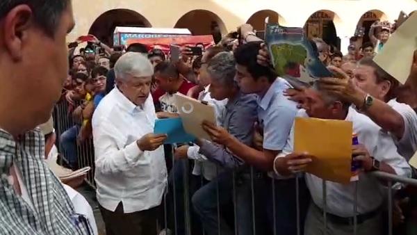 Andrés Manuel López Obrador se congrega en la en la Plaza Grande Mérida. Foto: Especial
