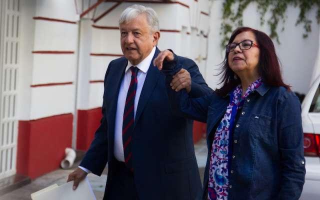Andrés Manuel López Obrador, presidente electo de México, a su llegada a la casa de Transición donde atendió en privado a integrantes de su gabinete. FOTO: SAÚL LÓPEZ /CUARTOSCURO.COM
