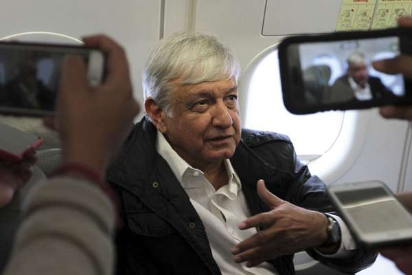 El Presidente realiza sus viajes en vuelos comerciales. FOTO: NOTIMEX
