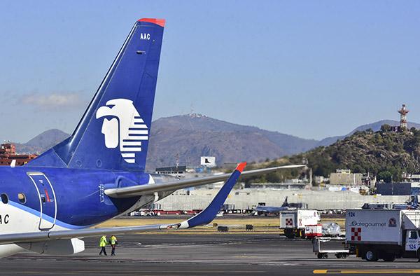 La mayor aerolínea del país sufre las consecuencias del aumento de los precios del crudo.  FOTO: CUARTOSCURO