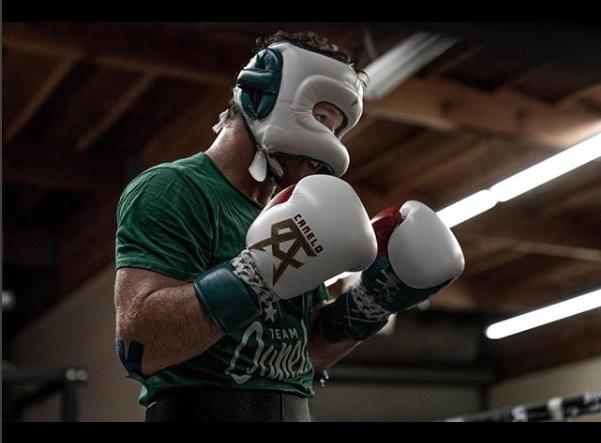 Fue apenas el pasado 15 de septiembre cuando el pugilista mexicano destronó al kazajo Gennady Golovkin. Foto: Instagram