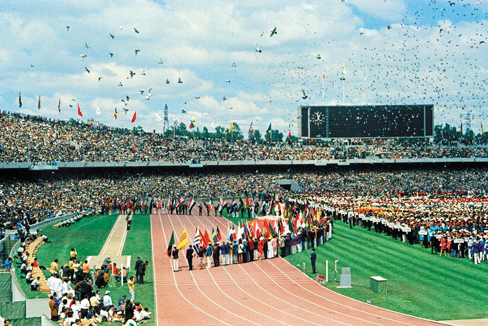 DETALLE. Cientos de palomas se soltaron en la inauguración de los