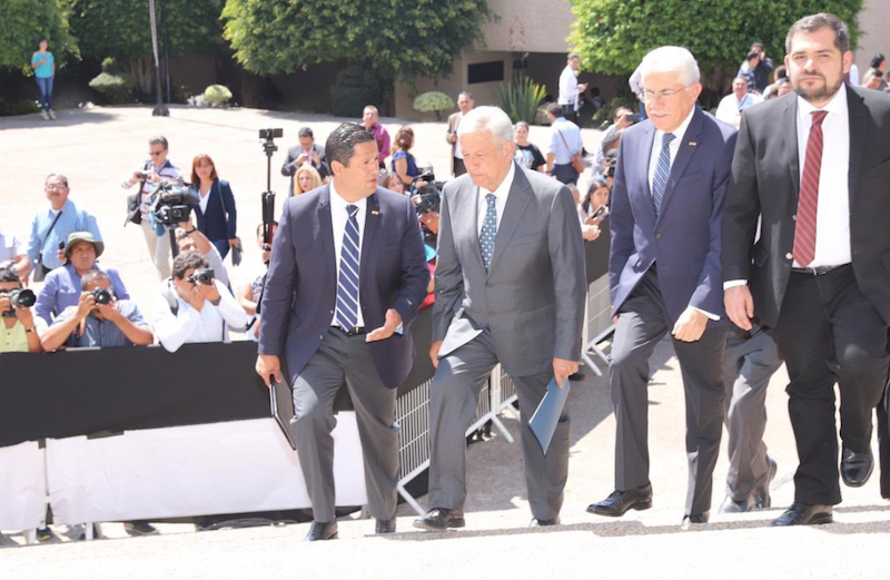 El presidente electo de México Andrés Manuel López Obrador en compañía del Diego Sinhue Rodríguez, Gobernador de Estado en Guanajuato, Capital.  Foto: @diegosinhue