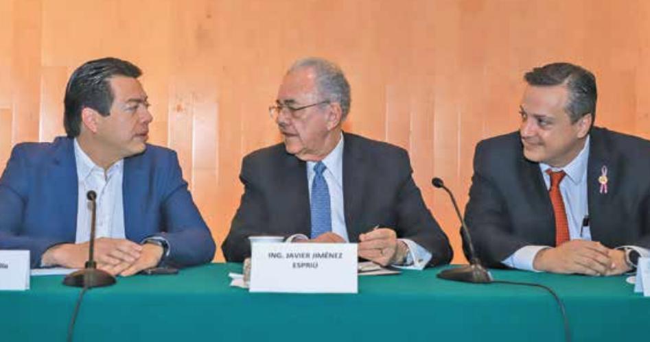 Javier Jiménez Espriú (centro) sostuvo una reunión privada con los diputados de Morena. Foto: Especial