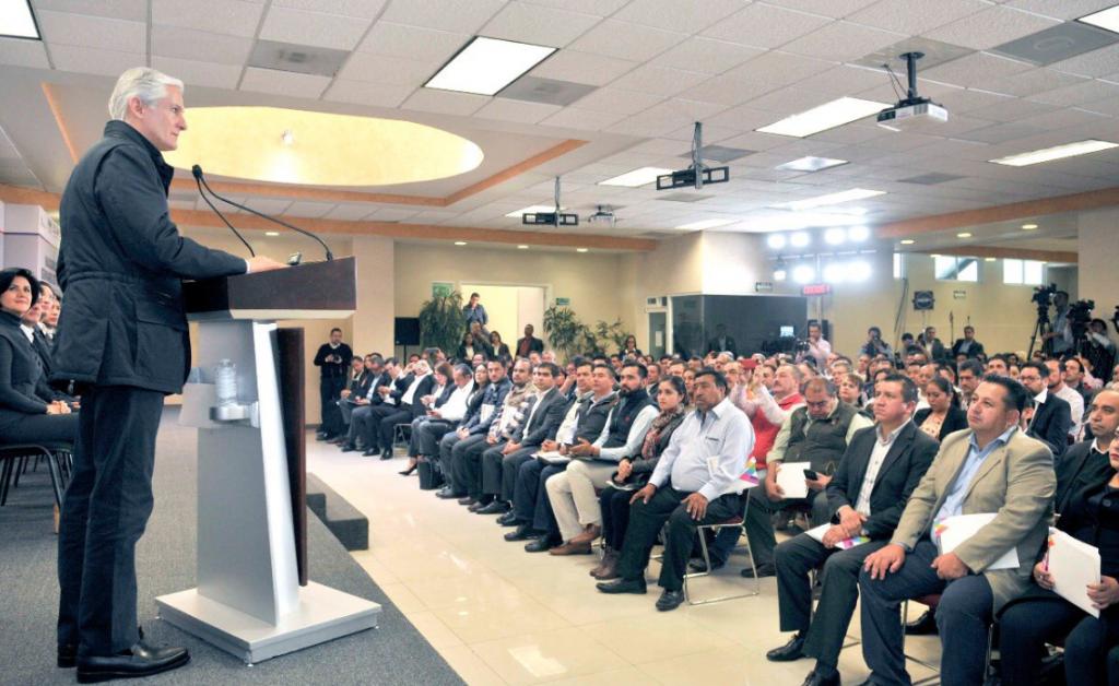Reunión del gobernador Alfredo del Mazo con nuevos ediles. Foto: @alfredodelmazo
