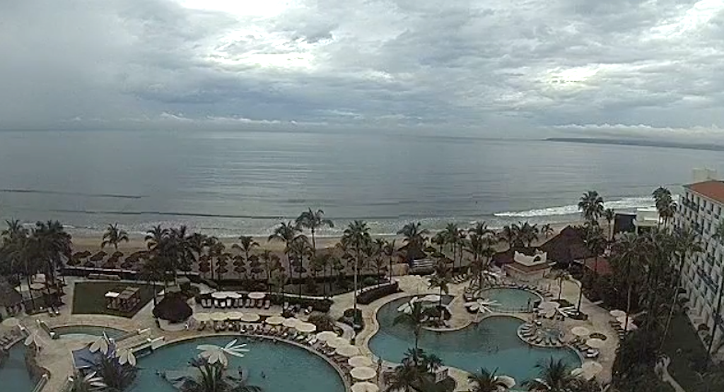 Desalojan hoteles en Puerto Vallarta y Cabo Corrientes, Jalisco por huracán Willa. Fuente: Webcams de México.