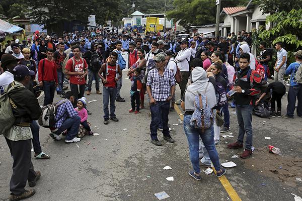 Algunos grupos ya cruzaron la frontera. FOTO:  REUTERS