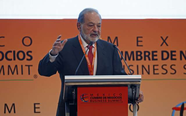 """GUADALAJARA, JALISCO, 21OCTUBRE2018.- Hoy en las instalaciones de la Expo se dio por inaugurada la 16 edición de México Cumbre de Negocios con el titulo """"Diseñando el futuro: México ante un mundo disruptivo"""" y en donde el empresario Carlos Slim ofreció una conferencia a los asistentes al evento, esta se realizara del domingo 21 al martes 23 de Octubre en ya mencionado centro de convenciones. FOTO: FERNANDO CARRANZA GARCIA /CUARTOSCURO.COM"""