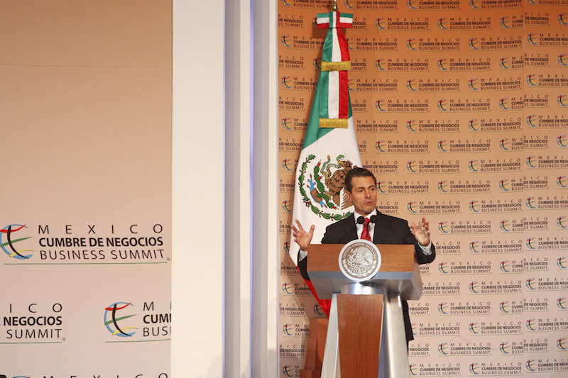 """Enrique Peña Nieto Presidente de la República asistió esta tarde a la edición 16 de México Cumbre de Negocios con el titulo """"Diseñando el futuro: ante un mundo disruptivo"""" FOTO: FERNANDO CARRANZA GARCIA /CUARTOSCURO"""