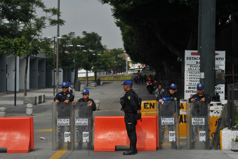 Fueron desalojados los locales de los corredores aledaños a la Basílica de Guadalupe, y resguardados por policías auxiliares de la SSP