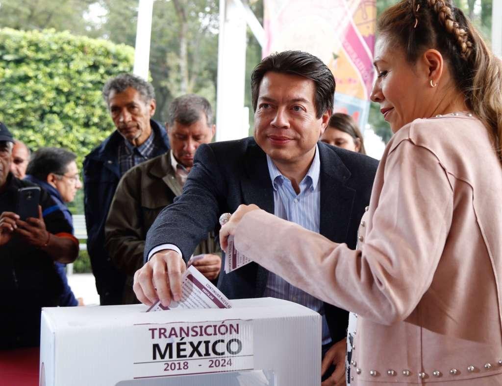 OPINIÓN. Mario Delgado, coordinador de los diputados de Morena, Foto: Especial votó por Texcoco, pero pide cirugía para evitar la corrupción en el NAIM.