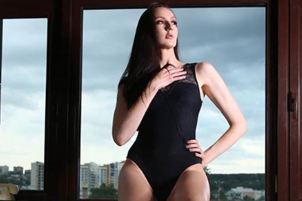 Es reconocida por sus largas piernas. FOTO: INSTAGRAM