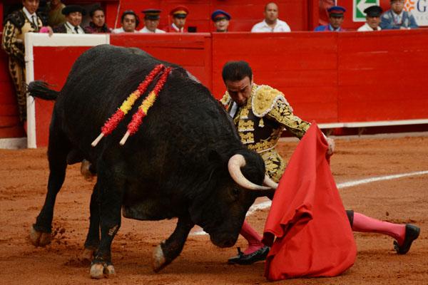 El español Enrique Ponce estará en la primera fecha. FOTO: CUARTOSCURO