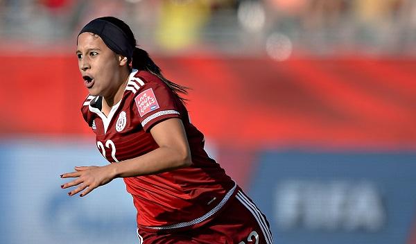 MOTIVACIÓN. La delantera recibió el apoyo de la pionera del futbol femenil desde que era pequeña. Foto: Mexsport