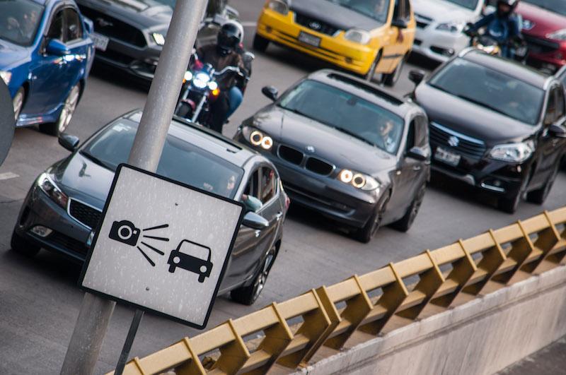 Cámaras de fotomultas que infraccionan a los automovilistas que rebasan los límites de velocidad permitido en el Circuito Interior.  FOTO: DIEGO SIMÓN SÁNCHEZ /CUARTOSCURO.COM