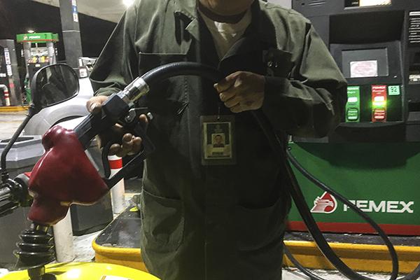 Alrededor de 14 estaciones de servicio ofrecen la gasolina regular en 20 pesos o más. FOTO: CUARTOSCURO