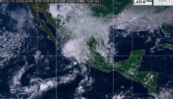 La velocidad del Huracán Willa se incrementó la tarde de este martes y está a 110 kilómetros al sur de Mazatlán. Foto: Conagua