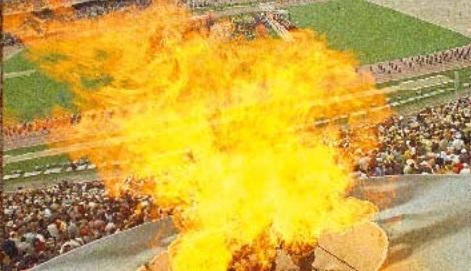 MAJESTUOSO. El pebetero del Estadio Olímpico Universitario se encendió el 12 de octubre de 1968, para dar inicio a los primeros Juegos Olímpicos en un país latinoamericano. Foto: AP