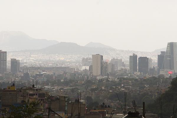 Se registra un encharcamiento en Periférico y Bordo de Xochiaca. FOTO: ESPECIAL