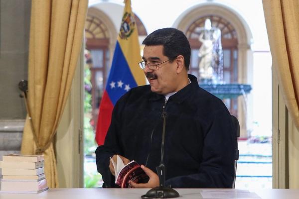 Mediante un punto de acuerdo el priísta Guillermo Lerdo de Tejada solicitaba al presidente electo retirar la invitación hecha a Maduro como un gesto de solidaridad a los venezolanos. Foto: EFE