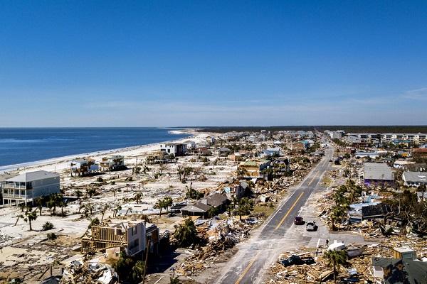 ARRASÓ. Mexico Beach, Florida, fue la zona más afectada con casas y caminos destruidos. Foto: AP
