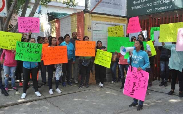 Padres de familia se manifestaron afuera del  Jardín de Niños