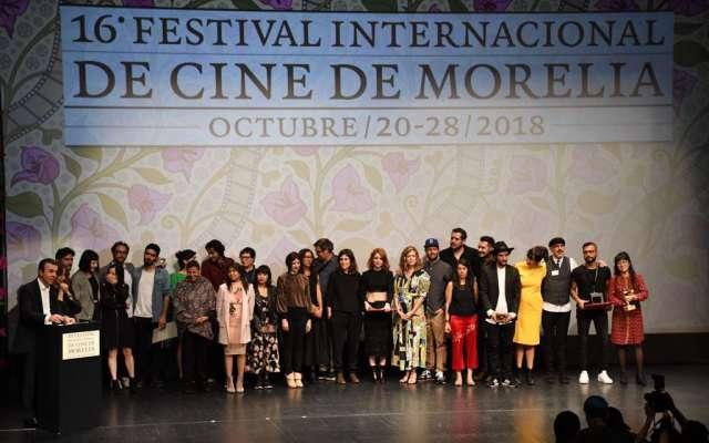 La ceremonia de premiación contó con mensajes sociales, en los que pedían por los estudiantes asesinados en Guadalajara, el trabajo de las comunidades rurales, el aborto y los derechos de las mujeres. Foto: Cortesía