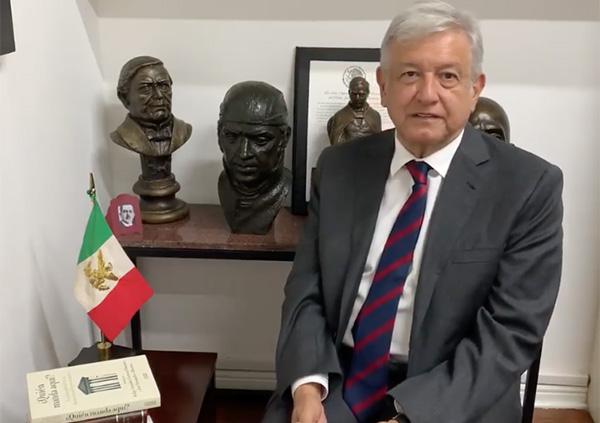 En el video que dura poco más de cuatro minutos, en el escritorio de López Obrador aparece el libro¿Quién manda aquí? de Felipe González.