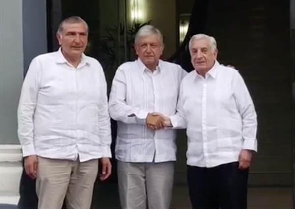 AMLO y el gobernador de Tabasco, Arturo Núñez. FOTO: ESPECIAL