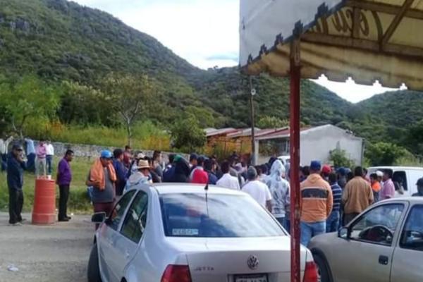 El grupo de autodefensa pide que el Ejército le haga frente a La Familia Michoacana. Foto:Carlos Navarrete Romero