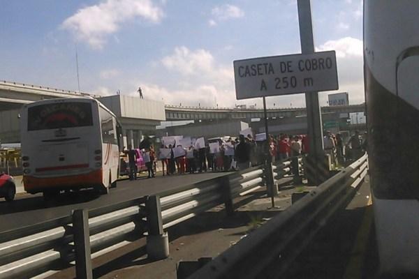 Hay reducción de carriles por lo que la circulación es lenta. Foto: @IxtapalucaAntes