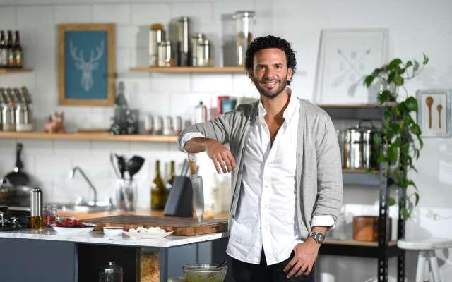Además de ser una figura reconocida en el medio televisivo, el chef practica técnicas gastronómicas que procuran una buena alimentación y el cuidado ecológico de su entorno. Foto: BERNARDO CORONEL