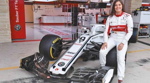 REAL. La colombiana cumplió su sueño de probar un auto de la máxima categoría del automovilismo deportivo. Foto: Especial