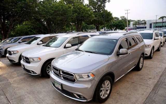 Gobernador de Yucatán regresa autos de lujo que utilizaban funcionarios