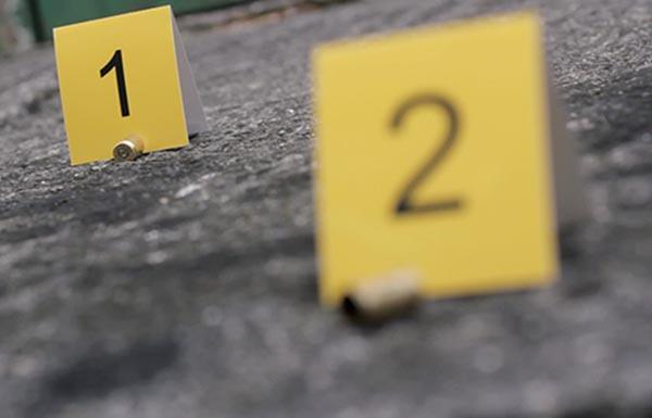 Las mujeres murieron en el lugar, mientras el vehículo siguió avanzando sin control y se impactó contra un auto estacionado.  FOTO: PIXABAY