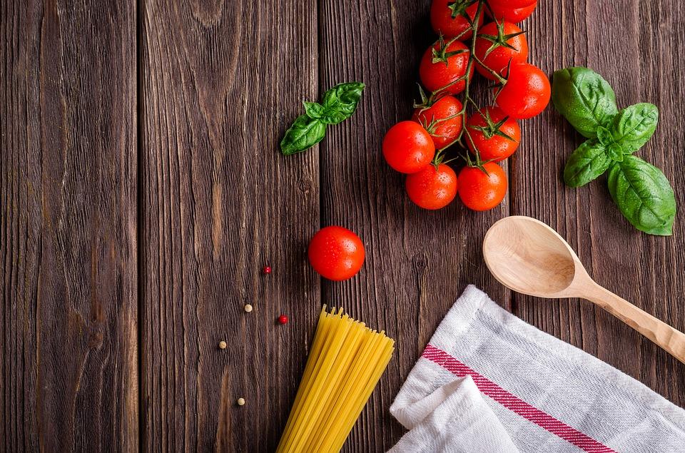 Los utensilios de cocina que uses con mayor frecuencia deben estar a la mano a la hora de empezar a cocinar. Foto: Especial