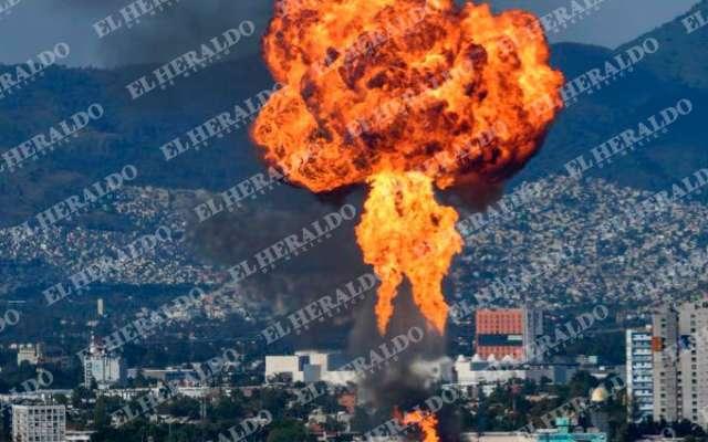 Protección Civil pidió a la población evitar la zona del incendio. FOTO: DE EL HERALDO DE MÉXICO