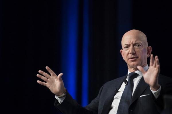 Una ganancia de 78.5 mil millones en un año ayudó a Bezos a colocarse dentro de la lista de los 400 más ricos. Foto: AFP