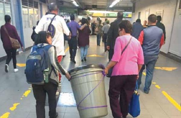 MÁS VALE. Capitalinos continúan previniéndose ante el corte de agua que afectará a la CDMX la próxima semana. Foto:  SAMUEL OCAMPO
