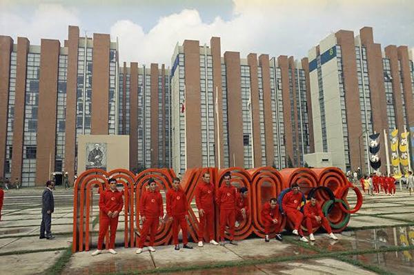 El tour olímpico visita sitios como Villa Acoxpa, donde estuvo la villa de los jueces; Ciudad Universitaria de la UNAM, la Alberca Olímpica o el Estadio Azteca. FOTO: ESPECIAL