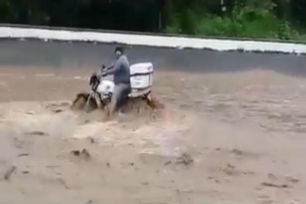 Al arroyo Santiago incrementó su nivel debido a la depresión tropical Vicente. Foto: Especial