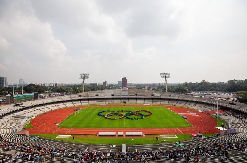 PERFECCIÓN. Los tradicionales aros olímpicos se unieron ayer en el Olímpico Universitario. Foto:  @50ANIVMEXICO68