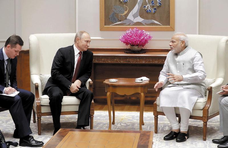 Vladimir Putin viajó a India para encontrarse con el primer ministro Narendra Modi, se espera que este viernes firmen un contrato de venta del sistema de misiles antiaéreos S-400
