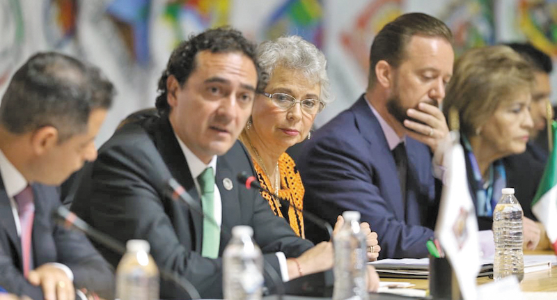 El encargado de la PGR, Alberto Elías Beltrán, y la proxima titular de la Segob, Olga Sán- chez, encabezaron los trabajos de la 40 Conferencia Nacional de Procuración de Justicia en Oaxaca. Foto: Especial.