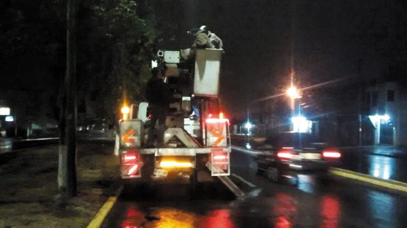 En Cuautitlán colocaron leds en el alum- brado público para ahorrar electricidad, en 2016. Foto: Especial.
