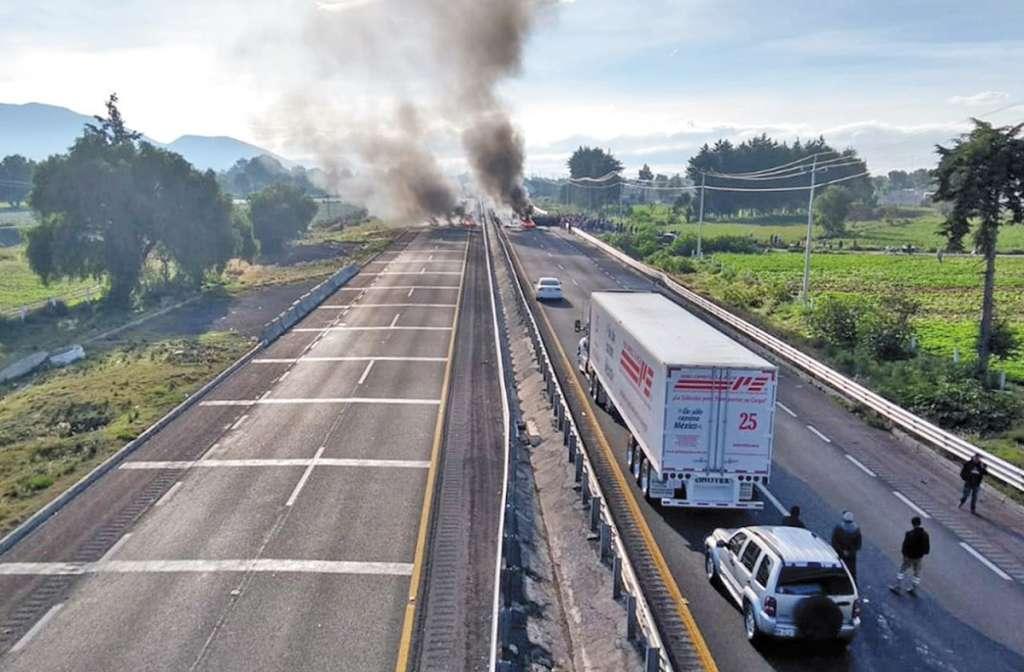Los inconformes detuvieron el tráfico durante casi siete horas