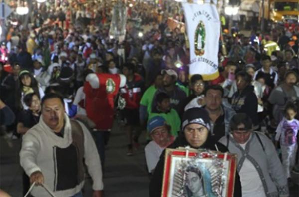 Esta madrugada una peregrinación de ciclistas avanzó en Paseo de la Reforma con rumbo a la Basílica de Guadalupe. FOTO: NOTIMEX