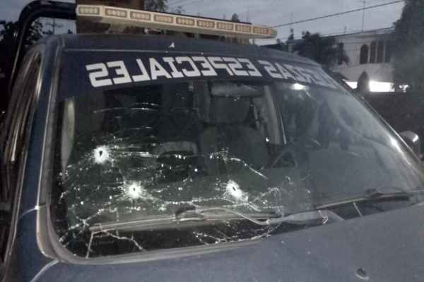 Dos patrullas terminaron con impactos de bala. Foto: Shantal Reyes
