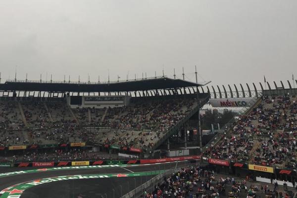 Más personas se reúnen en el Autódromo. FOTO: ESPECIAL